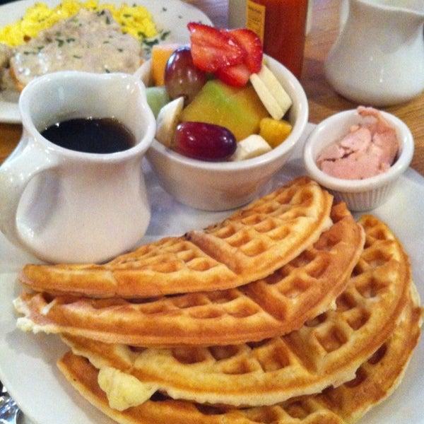 10/8/2012 tarihinde Thalia K.ziyaretçi tarafından Good Enough to Eat'de çekilen fotoğraf