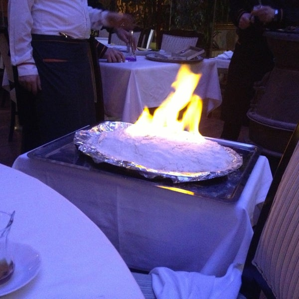 Foto tomada en Trilye Restaurant por Ebru C. el 1/26/2013