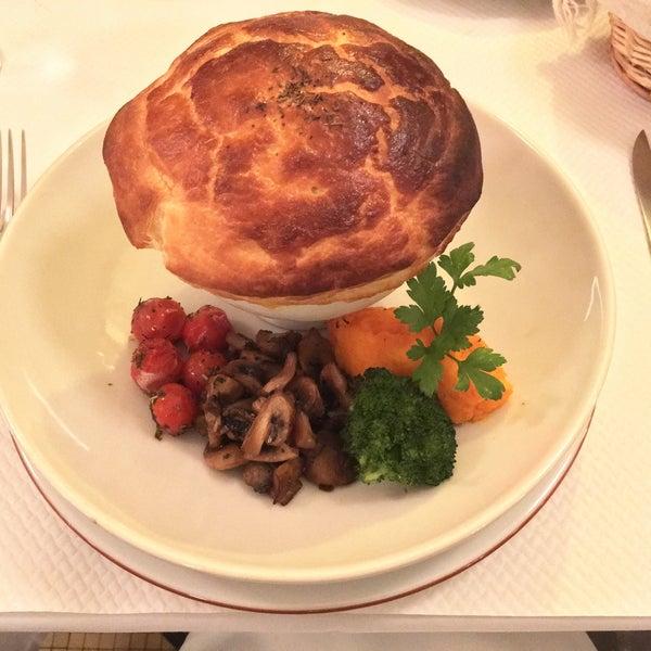 Au cœur de Paris, une petite merveille ouverte toute la nuit. Nous avons passés une soirée inoubliable. De l'accueil au délices des plats en passant par le charme du restaurant. Nous étions comblés.