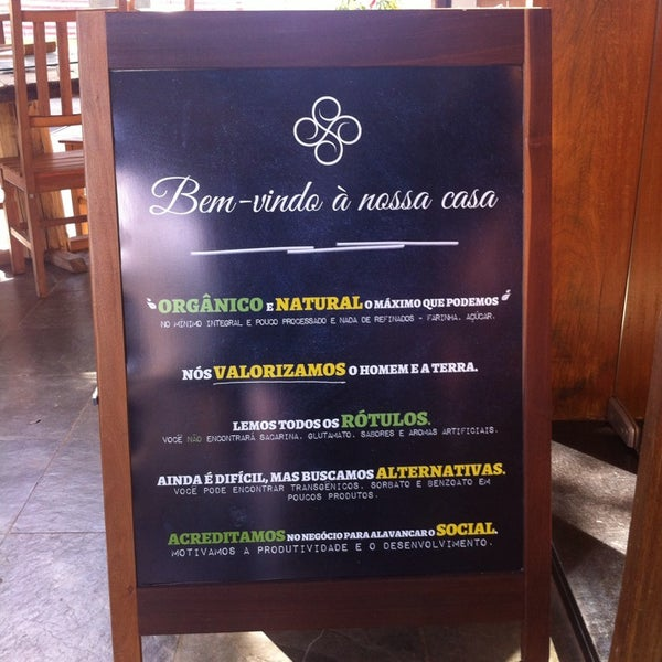 Foto scattata a Bioon Ecomercado & Café da Cristiano S. il 5/17/2014