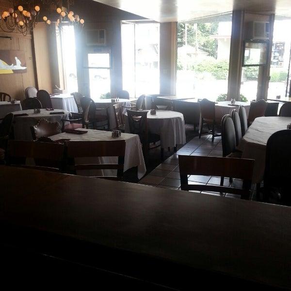 Das Foto wurde bei Sahara Restaurant von Bryson C. am 6/26/2013 aufgenommen