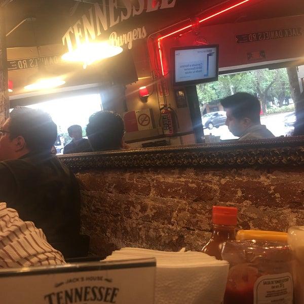 Foto diambil di Tennessee Ribs & Burgers oleh Eleazar G. pada 5/17/2019