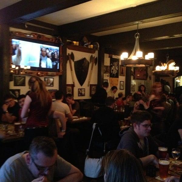 4/7/2013 tarihinde Jen H.ziyaretçi tarafından Storm Crow Tavern'de çekilen fotoğraf