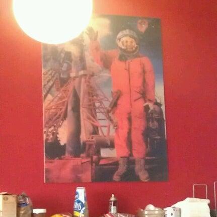 Снимок сделан в Mars Cafe пользователем Romelle S. 9/15/2012