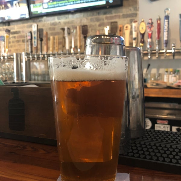Foto tirada no(a) Charleston Beer Works por Tom M. em 4/26/2019
