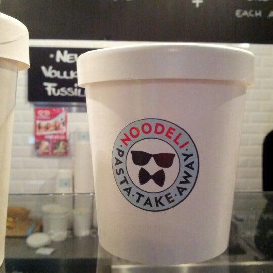 Das Foto wurde bei NOODELI - Pasta Take Away von Silvia F. am 11/8/2012 aufgenommen