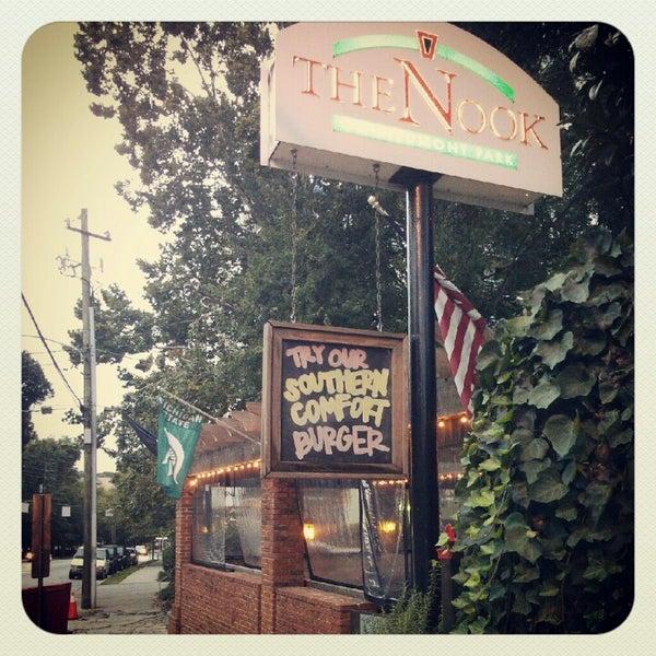 Das Foto wurde bei The Nook on Piedmont Park von Luis F. am 10/2/2012 aufgenommen