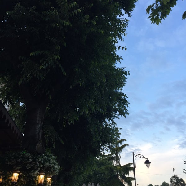 9/22/2017 tarihinde Sultan Ö.ziyaretçi tarafından Mihri Restaurant & Cafe'de çekilen fotoğraf