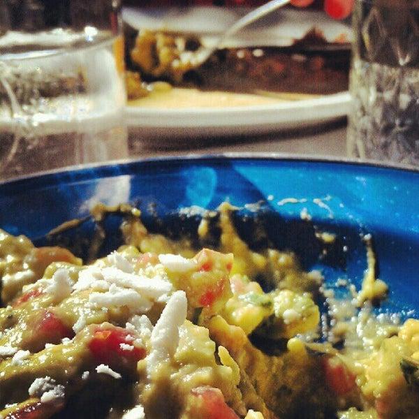 Das Foto wurde bei Papi Tino's von Alie K. am 10/28/2012 aufgenommen