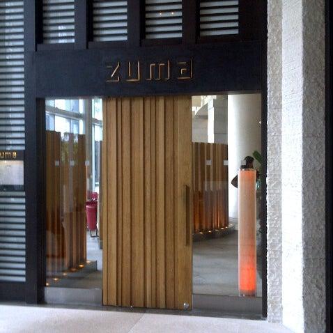 รูปภาพถ่ายที่ Zuma โดย Trisha C. เมื่อ 9/26/2012