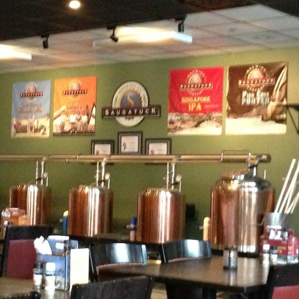 Снимок сделан в Saugatuck Brewing Company пользователем Dawne T. 1/21/2013