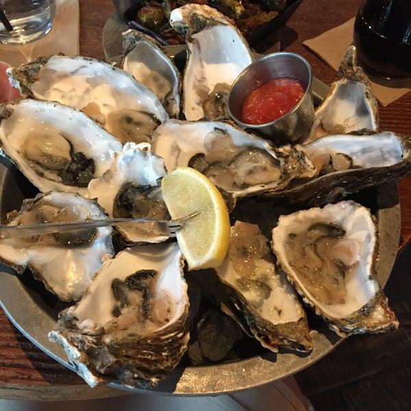Foto tirada no(a) Spike Africa's Fresh Fish Bar & Grill por j y. em 11/14/2015