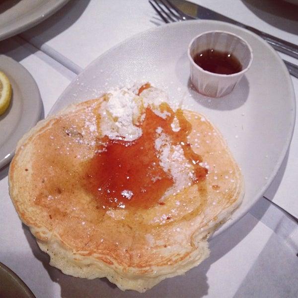 Снимок сделан в Southport Grocery & Cafe пользователем Gloria C. 1/26/2013