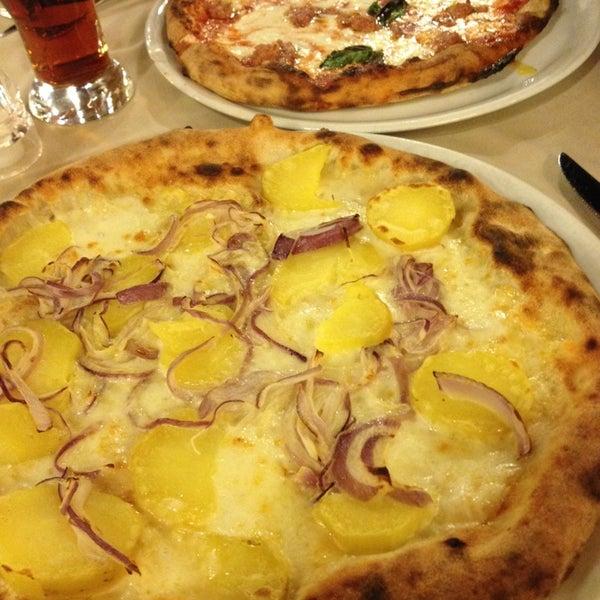 Photo prise au Catullo - Ristorante Pizzeria par Milena Z. le3/12/2014