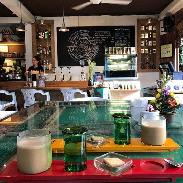 Foto scattata a Seniman Coffee Studio da Garima S. il 12/29/2016