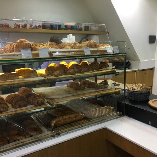 Au Nom Du Pain Bakery In Paris