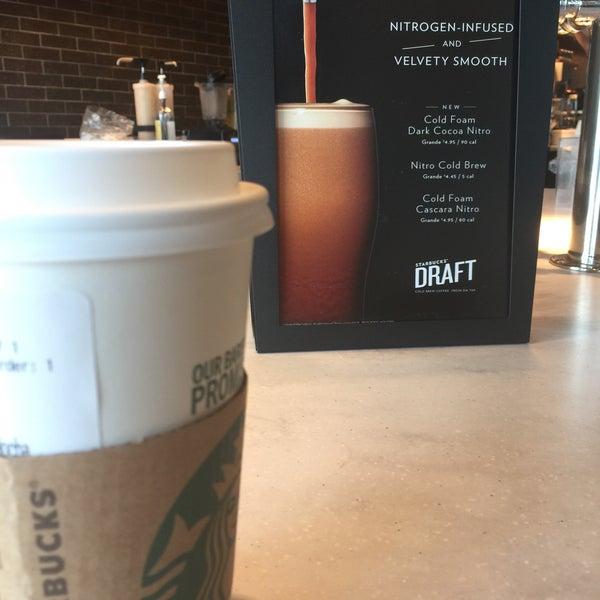 Das Foto wurde bei Starbucks von Tarun P. am 9/16/2018 aufgenommen