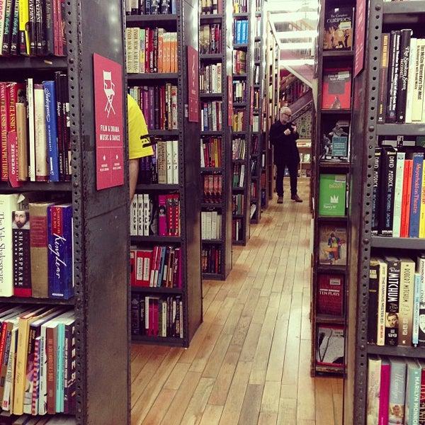 Foto scattata a Strand Bookstore da Guido C. il 12/17/2012