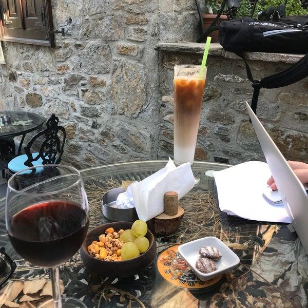 Bahçesi, müziği, servisi ve ortamla Şirince'den farklılaşan güzel ve tarz sahibi cafe.