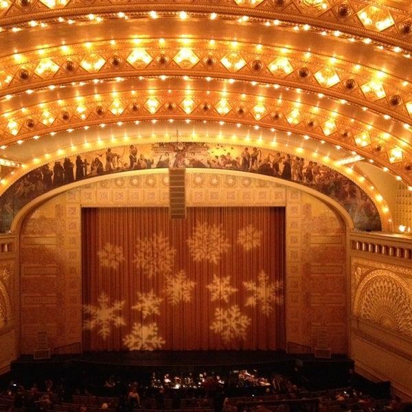 Foto diambil di Auditorium Theatre oleh Juan C. M. pada 12/30/2012