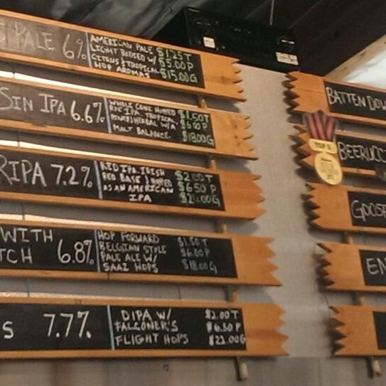 4/11/2014에 Mari N.님이 Helm's Brewing Co.에서 찍은 사진