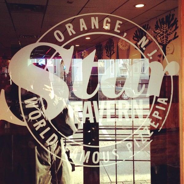 รูปภาพถ่ายที่ Star Tavern Pizzeria โดย Seif T. เมื่อ 1/19/2013