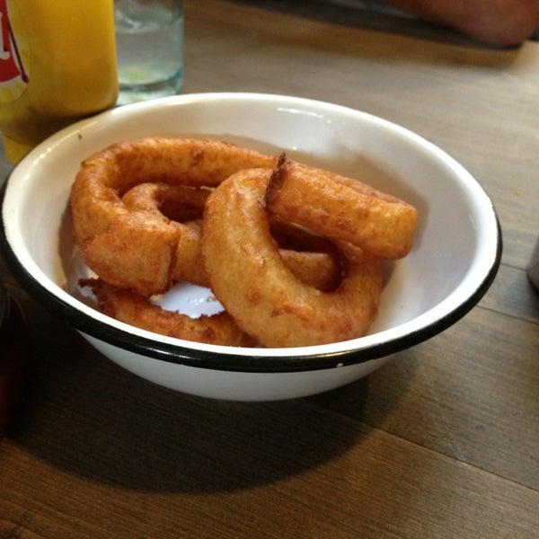 4/4/2013에 Martin B.님이 Smokey's Burger House에서 찍은 사진