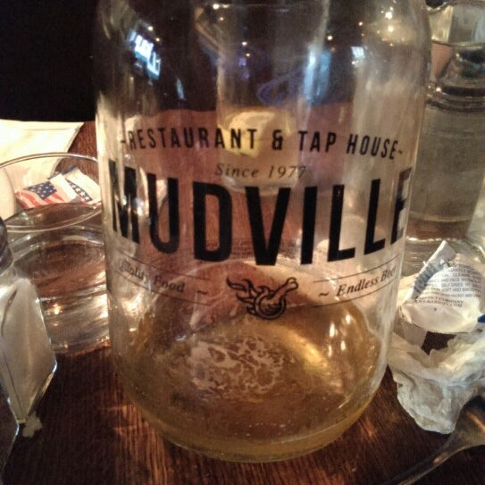 Photo prise au Mudville Restaurant & Tap House par Joe T. le8/10/2013