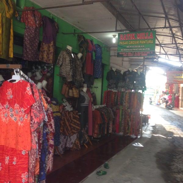 Photo taken at Pusat Pasar Grosir Batik Setono Kota Pekalongan by dms h. on  7 5ada158c5a