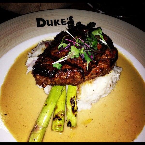 Foto tirada no(a) Duke's por McCanne S. em 11/23/2012