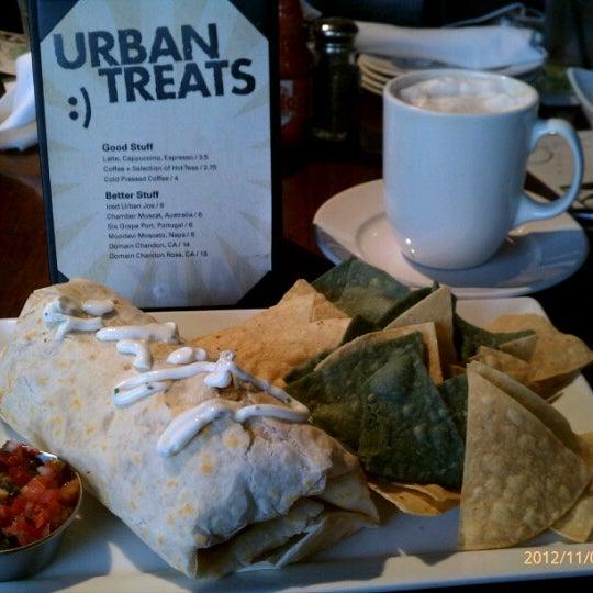11/4/2012 tarihinde Toshie Y.ziyaretçi tarafından Urban Eatery'de çekilen fotoğraf