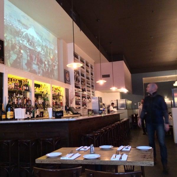 Снимок сделан в Le Midi Bar & Restaurant пользователем Jonny S. 2/2/2014