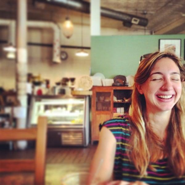 Foto tomada en Brooklyn Commune por Micah W. el 7/4/2013