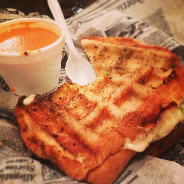Снимок сделан в New York Grilled Cheese Co. пользователем LiquidRadar 7/20/2013