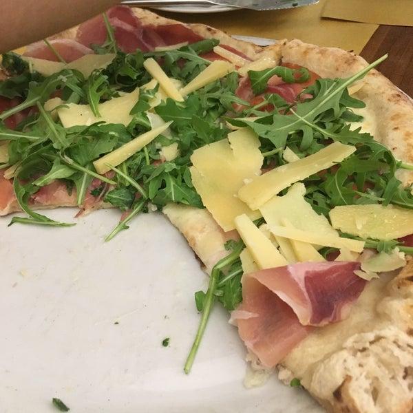 Foto tomada en Pizzeria O' Vesuvio Napoletana Forno Legna por Beatriz C. el 6/11/2018