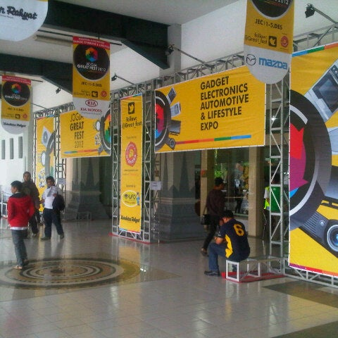 Das Foto wurde bei Jogja Expo Center (JEC) von Joanna M. am 12/1/2012 aufgenommen