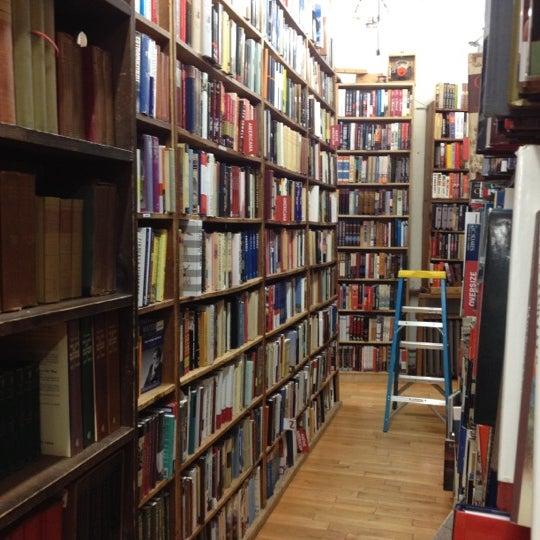 Das Foto wurde bei Strand Bookstore von Elena P. am 10/20/2012 aufgenommen