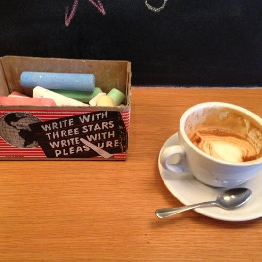 Foto tomada en Ports Coffee & Tea Co. por Solomon O. el 12/14/2012