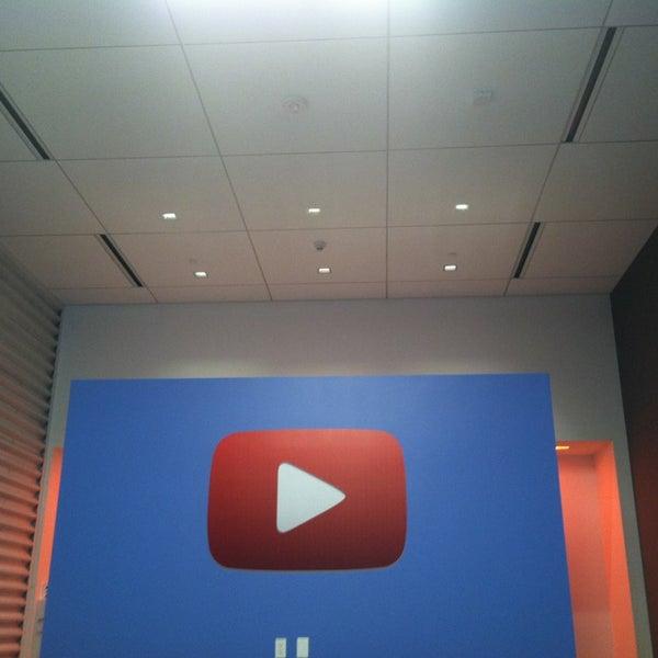 Снимок сделан в YouTube Space LA пользователем Amy G. 2/12/2013