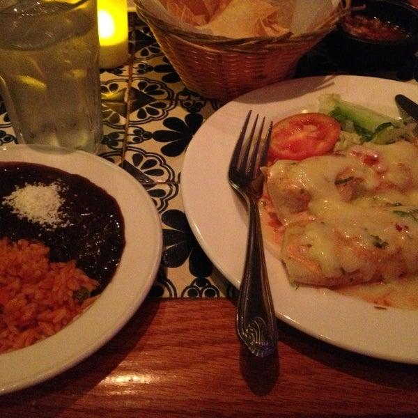 Foto scattata a Burrito Loco da Yvonne G. il 8/31/2013