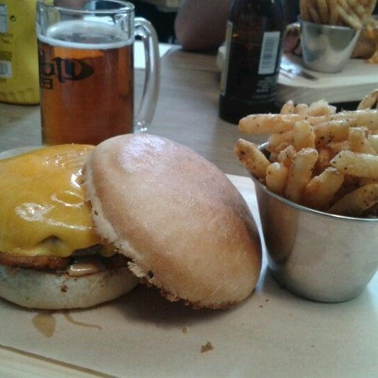 2/8/2013에 Miguel Angel H.님이 Smokey's Burger House에서 찍은 사진