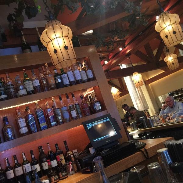Foto scattata a Kellari Taverna NY da Katarina J. il 4/19/2016
