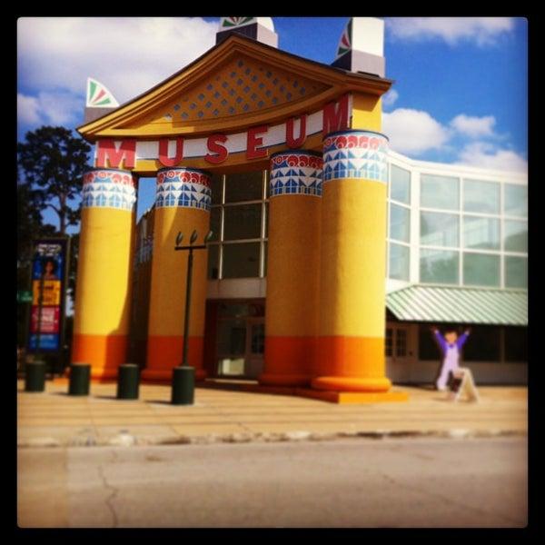 Photo prise au Children's Museum of Houston par Henry's Hungry Houston le5/19/2013
