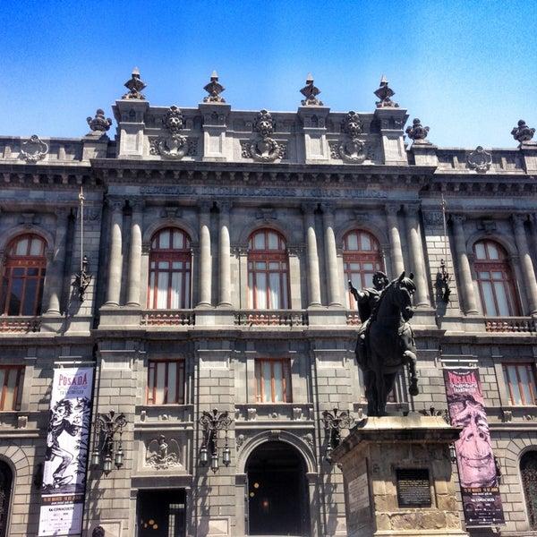 3/24/2013 tarihinde Rick R.ziyaretçi tarafından Museo Nacional de Arte (MUNAL)'de çekilen fotoğraf