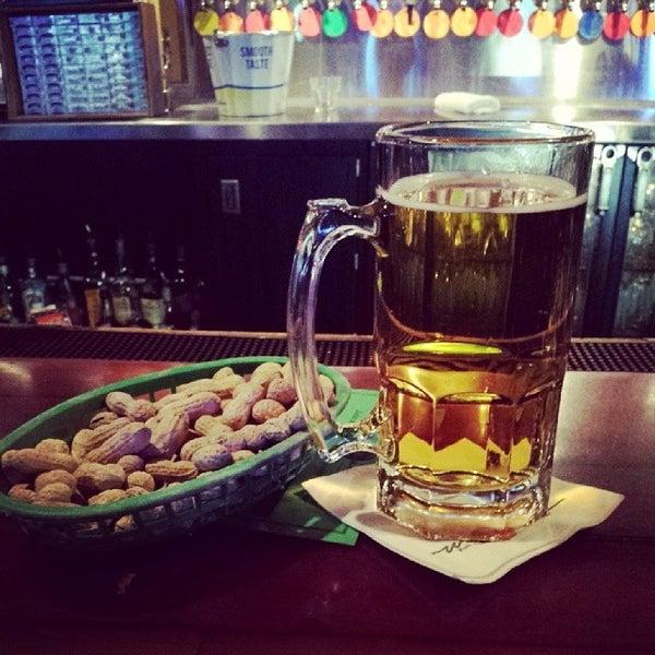 5/4/2014에 Stephen S.님이 Williams Uptown Pub & Peanut Bar에서 찍은 사진