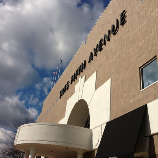 Saks Fifth Avenue Store: Department Store In Indianapolis