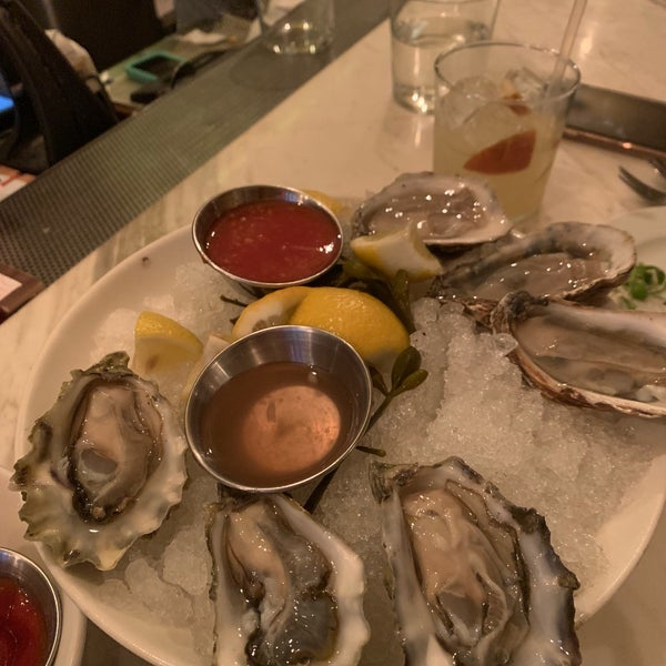 Great oyster happy hour deals 🍷