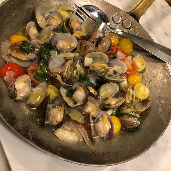 Photo prise au Restaurant de l'Ogenblik par Krissy M. le8/29/2018