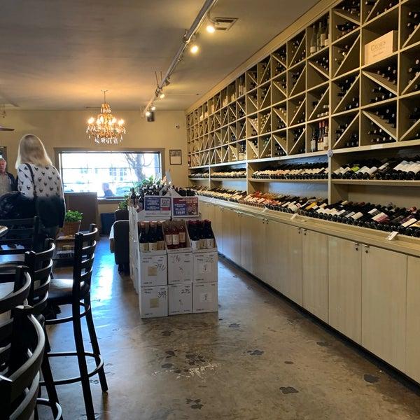 Foto scattata a Los Olivos Wine Merchant Cafe da Bart V. il 1/17/2020