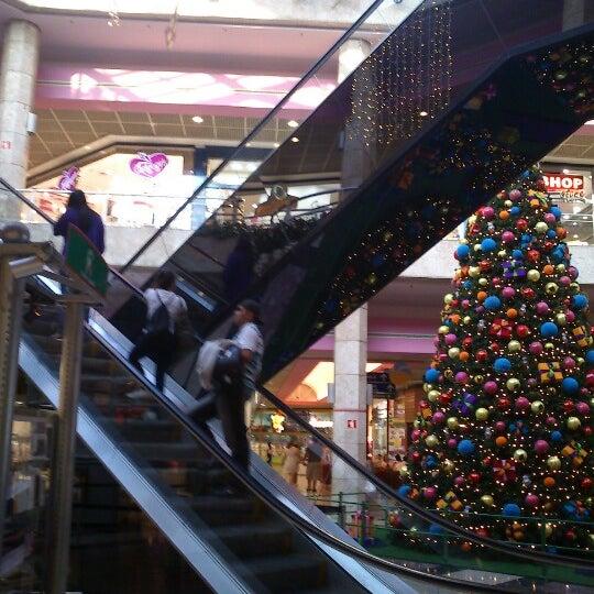 11/21/2012 tarihinde Kleber S.ziyaretçi tarafından Shopping Center Penha'de çekilen fotoğraf
